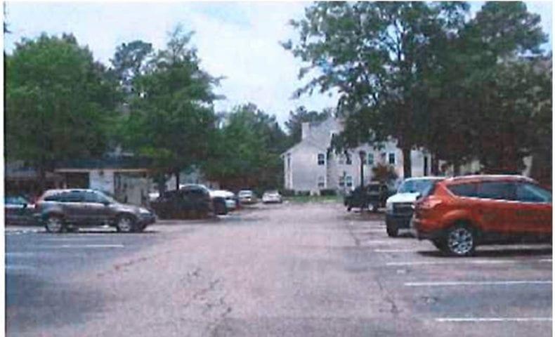 River Shore parking area